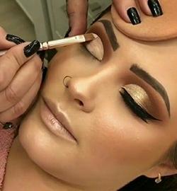 آموزش آرایشگری زنانه شقایق