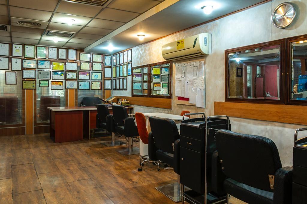 محیط آموزشگاه آرایشگری خوش ذوق