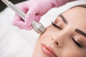 آموزش پاکسازی پوست آموزش میکرونیدلینگ آموزشگاه مراقبت و زیبایی زنانه