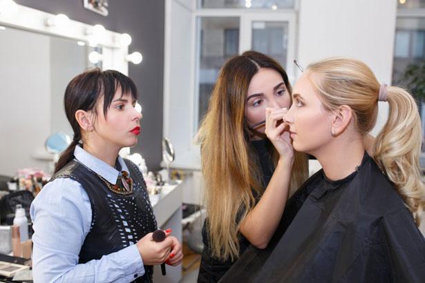 آموزش آرایشگری زنانه میکاپ گریم مو پوست تهران
